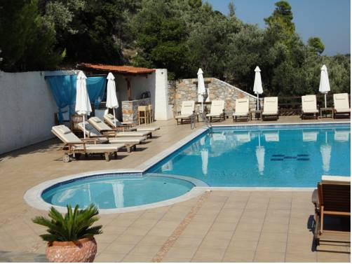 Skiathos town hotels apartments and rooms for Skiathos town hotels